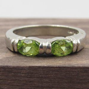 Jewelry - Size 6 Sterling Silver Unique Peridot Gem Band